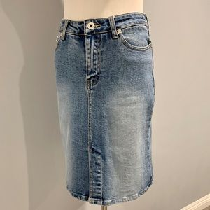 NWOT Denim Skirt by Plugg Sz 1